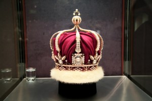 mikimoto_crown_1978-min