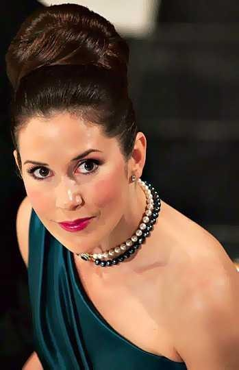 Crown Princess Mary Pearl Necklace-min