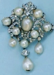 brooch queen of victoria-min