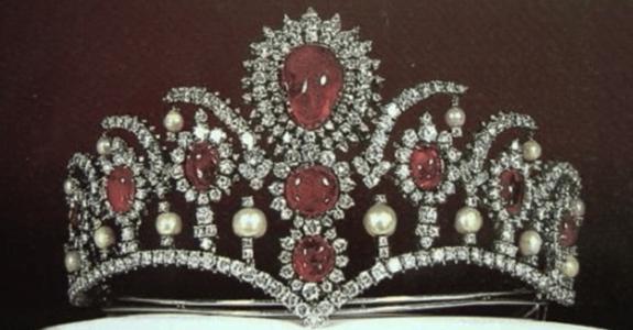 жемчужно-рубиновая тиара императрицы Фарах
